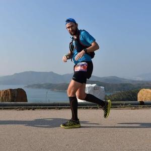 Running across the Dam. Phot by Daniel Chung.